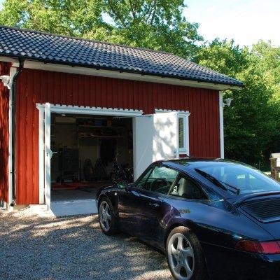 Litet garage för sommarbilen