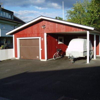 Garage med en plats för släpvagnen