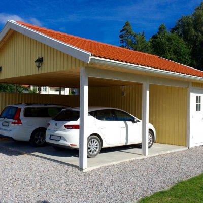 Carport för två bilar och förråd