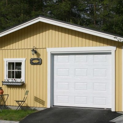 Gulligt gult garage
