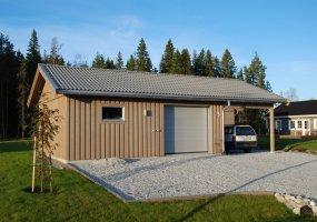 Garage med carport på sidan